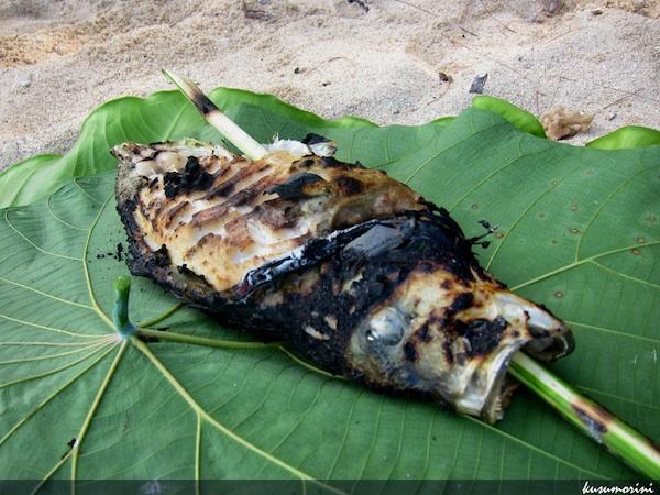 Ngemil Ikan Bakar di Pulau Um